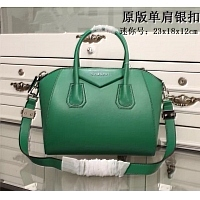 Givenchy AAA Quality Handbags #389973