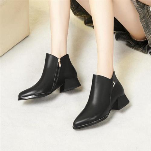Cheap Versace Boots For Women #526304 Replica Wholesale [$89.24 USD] [W#526304] on Replica Versace Boots