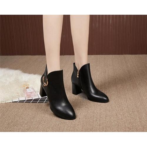 Cheap Versace Boots For Women #526306 Replica Wholesale [$95.06 USD] [W#526306] on Replica Versace Boots