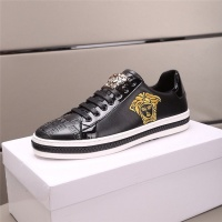 Versace Casual Shoes For Men #555556