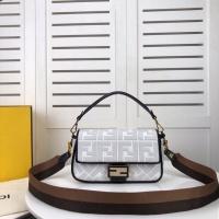 Fendi AAA Quality Messenger Bags #562557