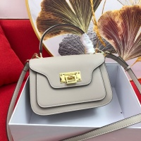 Michael Kors AAA Quality Messenger Bags For Women #765406