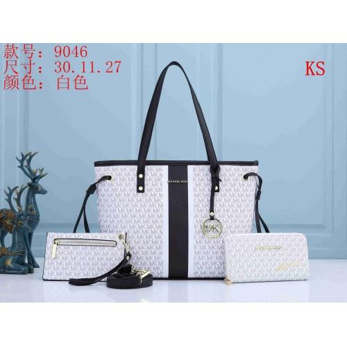 Michael Kors Handbags For Women #846111
